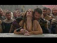 Eva Green - Naked dans Public / bois - Camelot S01E02 celeb
