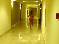 Nude l'hôtel couloir. Vid de courte .