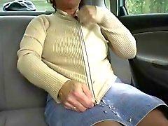 Redhead que - BBW- Granny aire libre en un coches por dos individuos