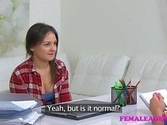 Masturbation femminile agente di sexy e figa leccare di lesbiche
