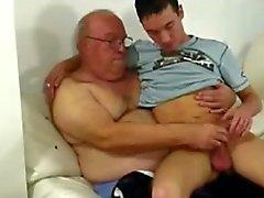 El abuelo e individuo joven de
