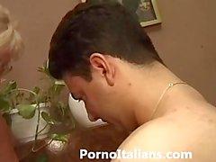 Итальянские зрелой минет - Итальянка Матура фа pompino Ragazzo eccitato