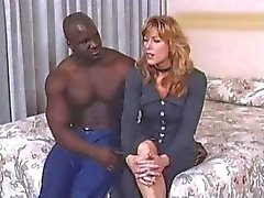 Alex Jordan krijgt buttfucked door een grote zwarte man .