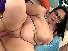 Grande do Titty de plumper Lyla Everwett chega de FUC - Encontre-a em BBW- C