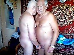 2 de los abuelos masturba