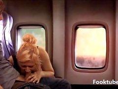 El hermano y la hermana de paso en el aeroplano