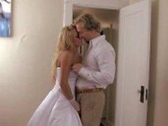 Недавно супружеская шлюха Брук Belle становится ее киска пахали на хер