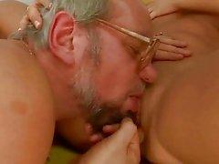 Grandpa and jugendlich genießt Harter Sex