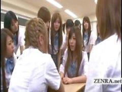 Legendas estudante Japão equivocadamente nua em escola