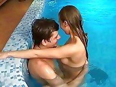 Follando en piscina