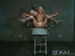 chica BDSM XXX Esclavo con enormes pechos obtiene orgasmos por la amante enojado