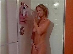 Unirse a ella en la ducha y follarla con fuerza 37