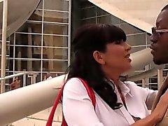 Horn cougar Tara GRATIS tycker om för BBC