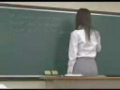 Japanse leraar krijgt genageld van achter door een van haar leerlingen