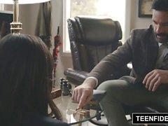 TEENFIDELITY Violet Starr wird eine Lektion im Sex unterrichtet