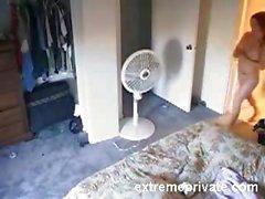 Spionierte meiner Schwester 22. nackt ihr Zimmer