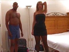 Esposa gangbanged com Marido no telefone .