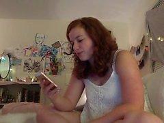 lovelykatielove amatoriale se stessa diteggiatura su webcam