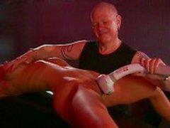 Blond grote tieten fetish Babe gemarteld door meester