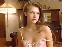 Milla Jovovich ist niedlich & sexy