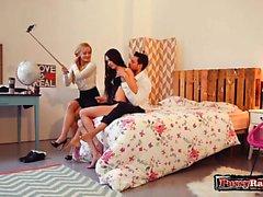 Trio adolescente russo con cumshot