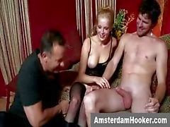 Nederlandse prostituee krijgt een gezichtsbehandeling