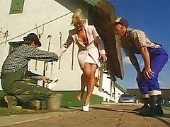 Duitse vrouw fucked door twee boeren
