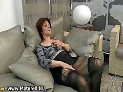 Reifen Hausfrau geilt sich ab