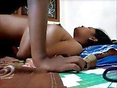 Südindischem des Mädchens stöhnen , während sich tief ficken