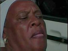 Granny Ebony 68 jaar oud fuckin jonge bbc