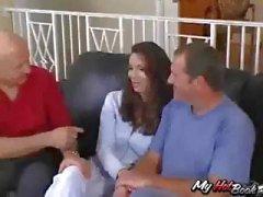 Tesão velho marido traz sua esposa ser fodida para que ele possa assistir