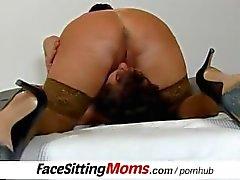Riesige natürliche Titten bbw Dame Eva facesitting einem unterwürfigen Jungen