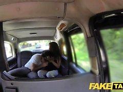 beauté espagnole Taxi faux grand baise son mec dans le dos