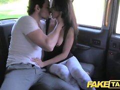 La bellezza spagnola di Taxi falso scopa la sua bf nella parte posteriore