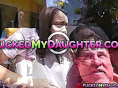Latina adolescente Victoria Valencia follada en la oficina