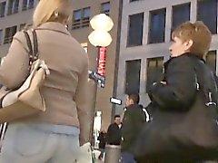 Шпиона камеры в Россия следит за вокруг толпе получать зад