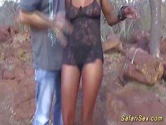 Busty afrikanska babe får en massiv cumshot