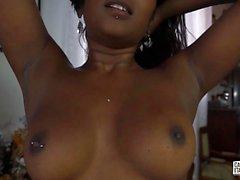 CastingAllaItaliana - Indian Babe aux cheveux noirs est baisée dans une joie réalité porno italienne