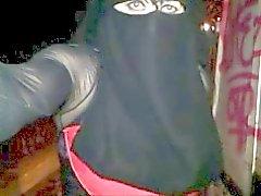 dans la rue en niqab