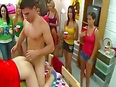 Studenten spelen erotische spelletjes