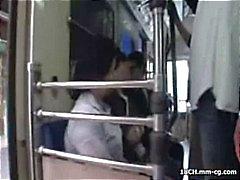 Nuori Oriental gal kestäämatka kaupunkiin ja saa puhutellut junassa