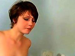 Guilleret brunette nu pendant le docteur