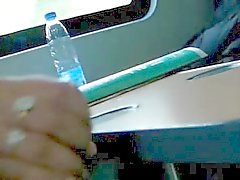 Handjob junassa