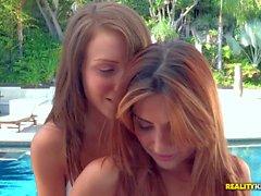 Малена Морганом Наталья Malkova любовь лесбиянок йоги бассейном