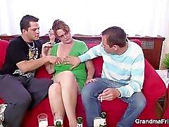 Dois guys apreciar mamã quente do caralho