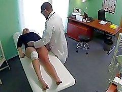 Reiz blonde fährt Cowgirl mit ihren Arzt