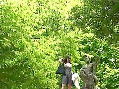 Openbare Naaktheid Knippert In De Tuin