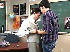 Homo XXX Joskus omituinen opettajana hyödynnetään hänen