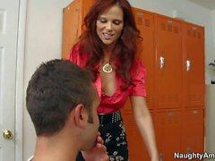 Rotes Haar Lehrers Syren erhält bis zum Orgasmus geleckt von Daniel