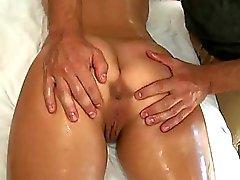 Deleita a nena con el masaje